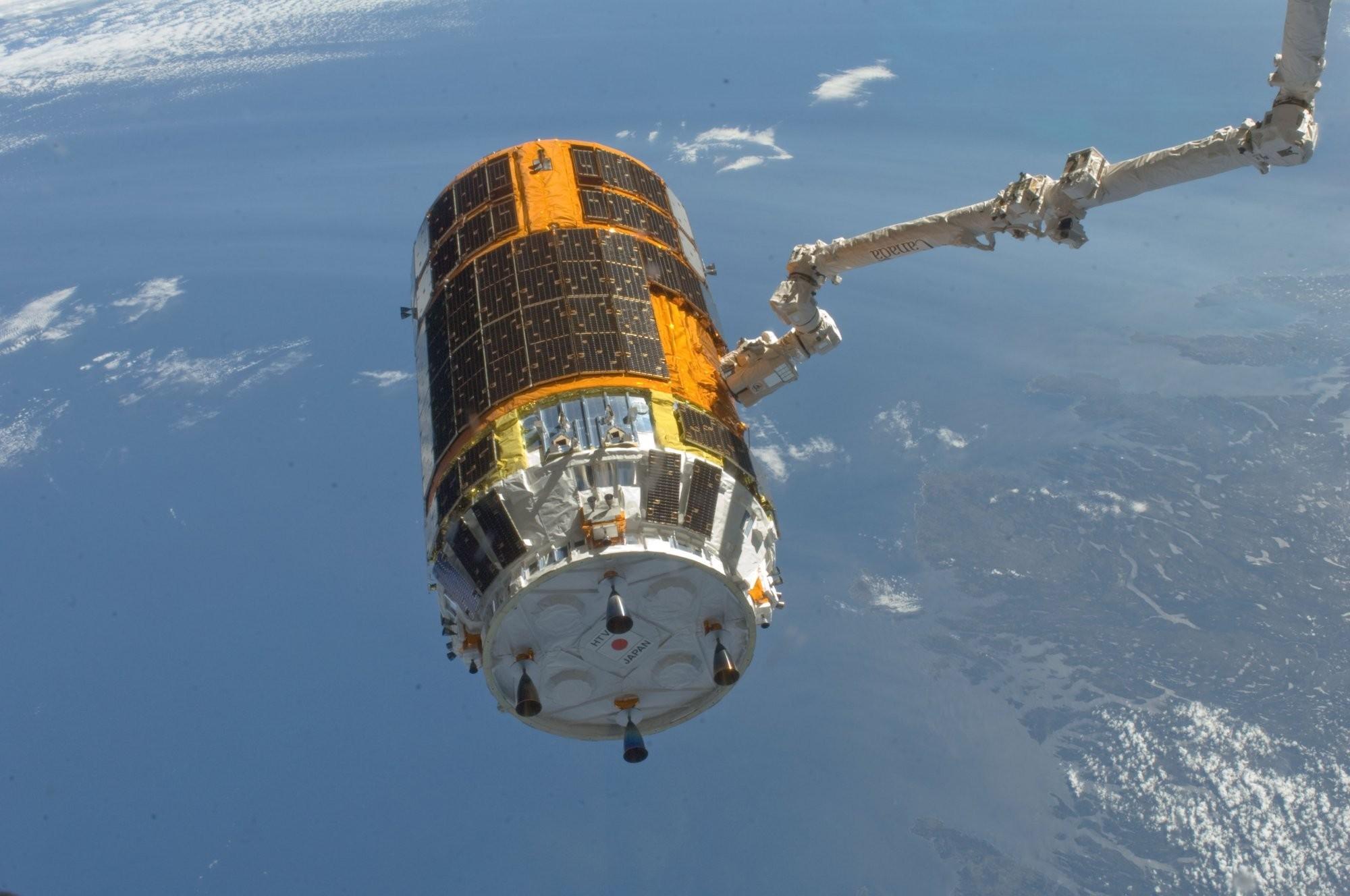 «Большая космическая уборка»: Японский «Аист» займется чисткой орбиты Земли