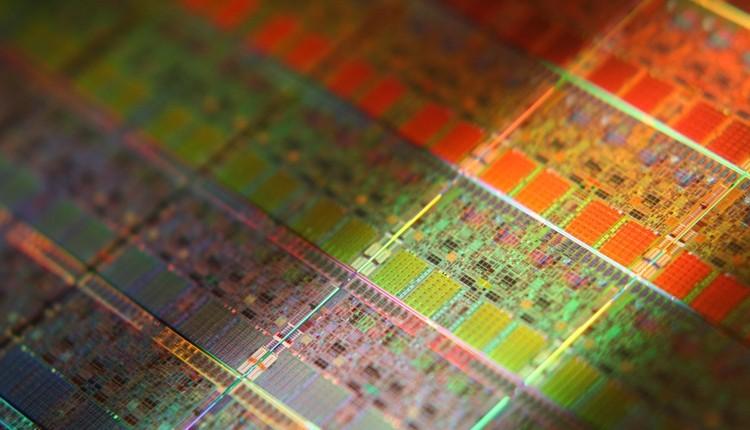 Intel планирует выпустить 7-нанометровый процессор