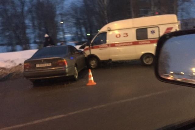 ВЯрославле «БМВ» столкнулась сскорой помощью