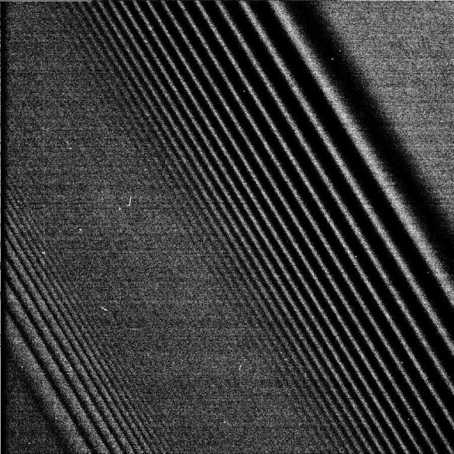 Зонд Cassini сделал кадры колец Сатурна срекордным разрешением
