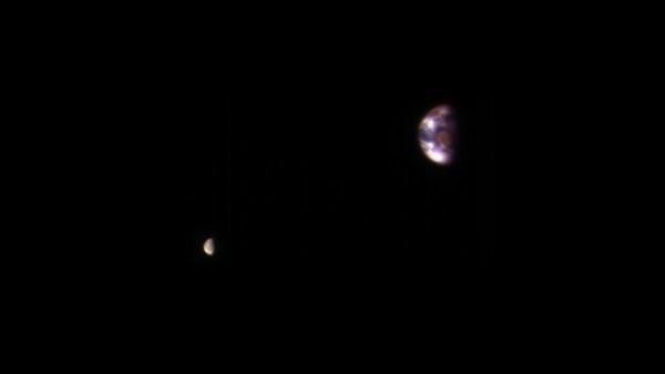 NASA показало, как Земля выглядит с орбиты Марса