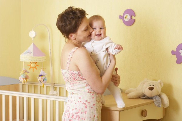 Ученые выяснили, почему женщины чаще всего держать ребенка с левой стороны