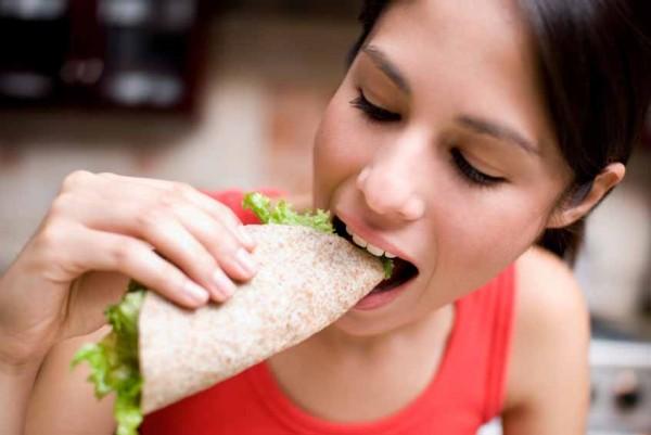 Медики рассказали о воспалительных процессах во время еды