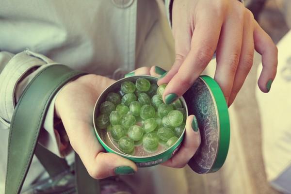 Ученые: Мятные конфеты помогают бороться с кариесом