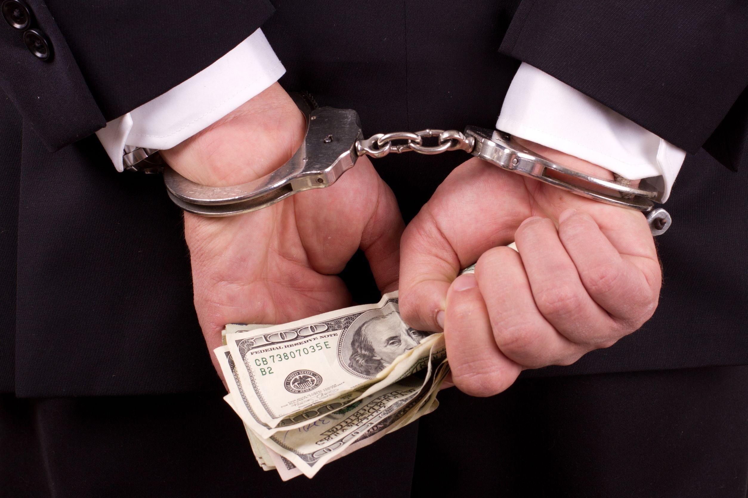Суд продлил арест топ-менеджеров «Реновы» поделу овзяточничестве вКоми