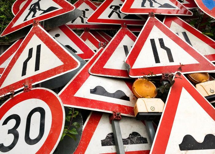 Уменьшенные дорожные знаки начали устанавливать на 5-ти дорогах столицы
