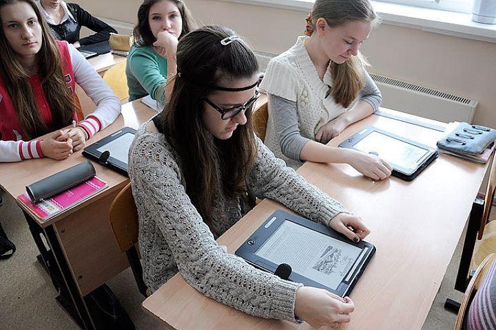 Профессионалы узнали, что использование девайсов впроцессе уроков не понижает успеваемость школьников