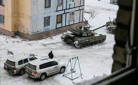 Западные корреспонденты засняли навидео, как украинские танки входят вАвдеевку