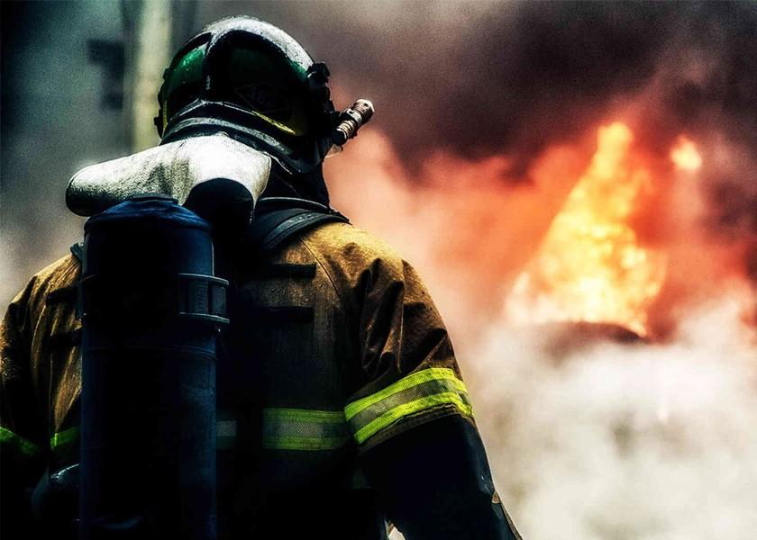 Около 100 человек эвакуировали изгорящей сауны назападе столицы