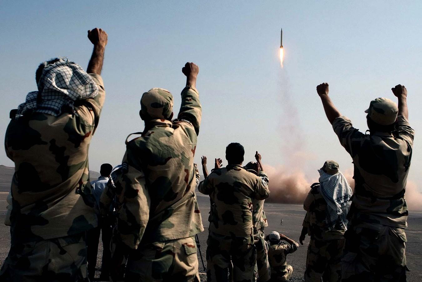«Презрение ксанкциям»: вИране стартовали военные учения