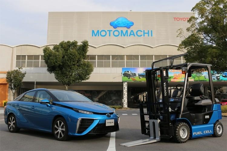 Тойота начала использовать погрузчики наводородных топливных элементах