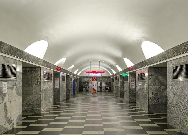 Подростки подожгли волосы женщине ввагоне метро— Петербург