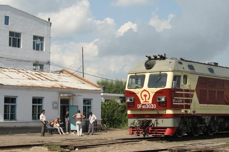 Видео спасения упавшей под поезд девушки в«Поднебесной» выложили всеть