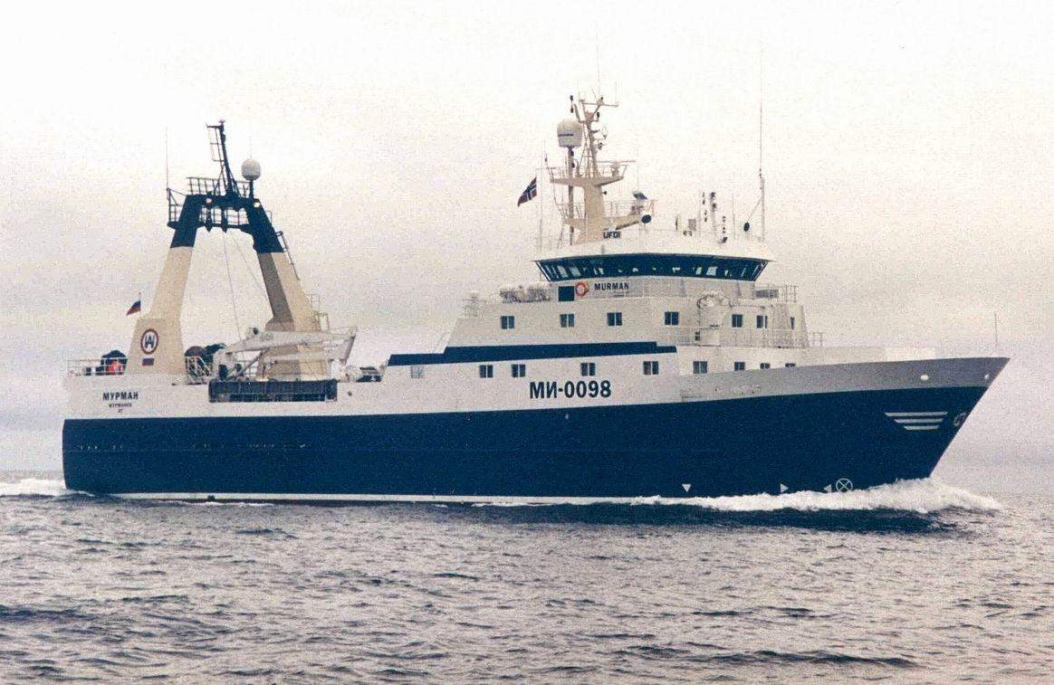 Траулер сдевятью рыбаками потерял ход вБаренцевом море