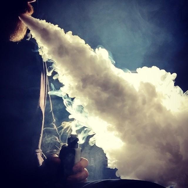 Ученые признали вейпинг безопаснее курения сигарет