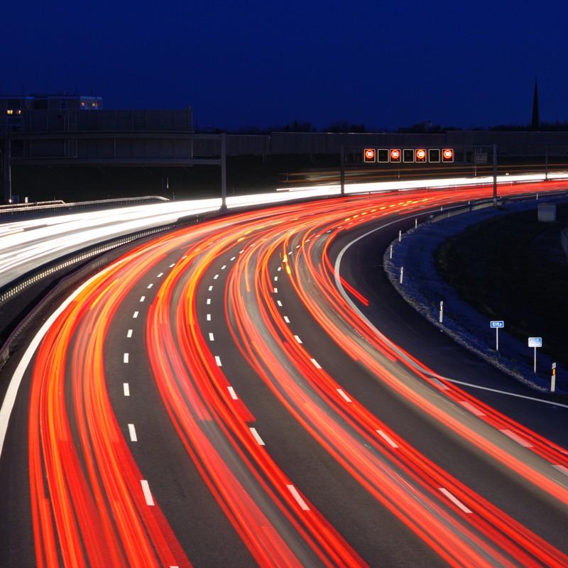 Швейцарские ученые обучили автомобили «кооперироваться» надороге