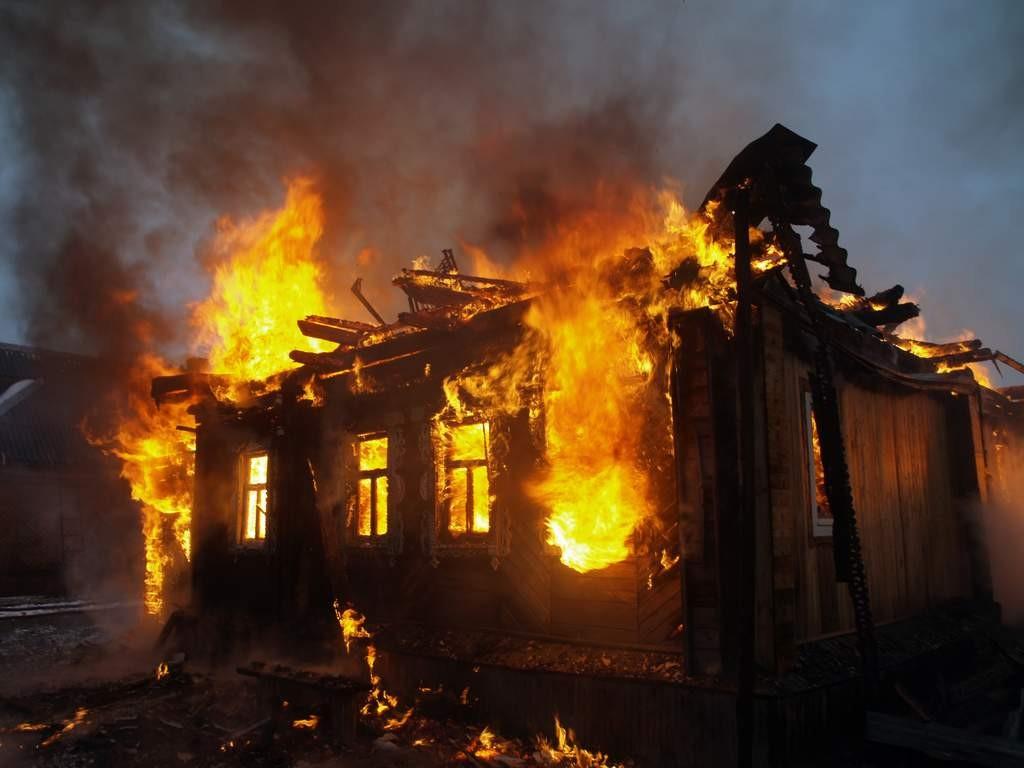Женщина выкинула вокно шестерых детей впроцессе пожара