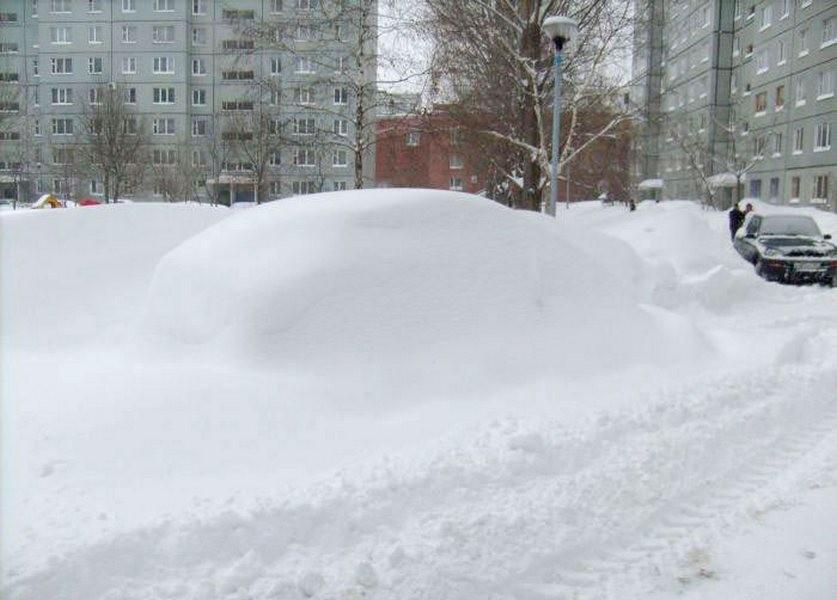 ВУфе 11-летний парень умер при обрушении снежной массы