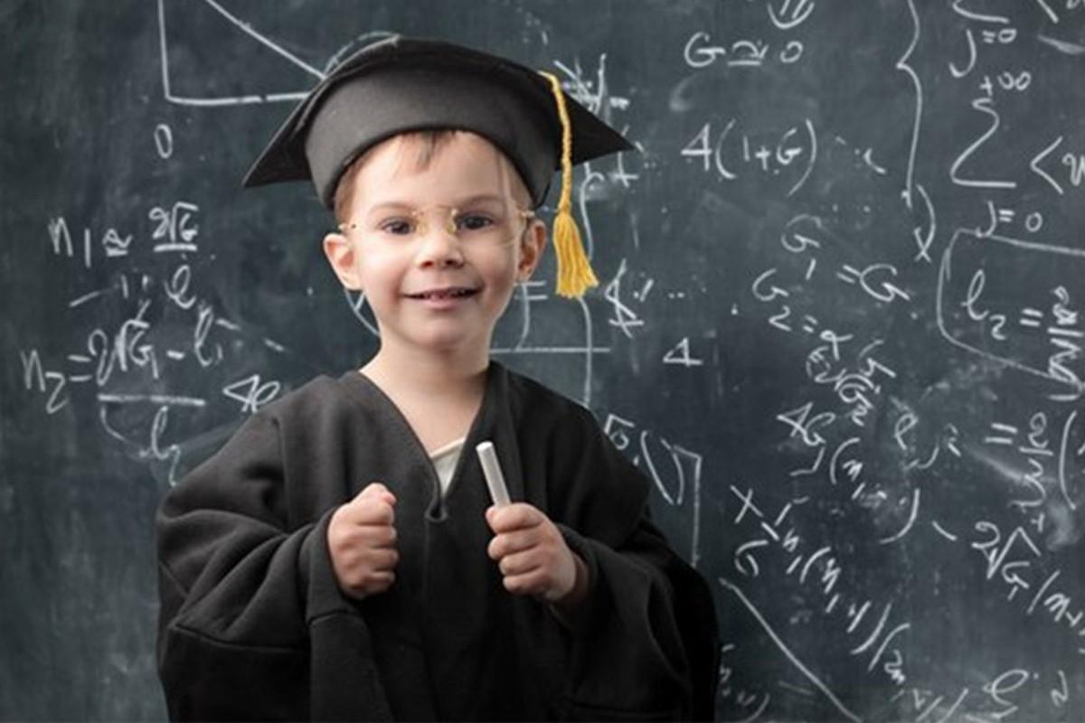 Ученые доказали первенцы интеллектуально превосходят младших детей