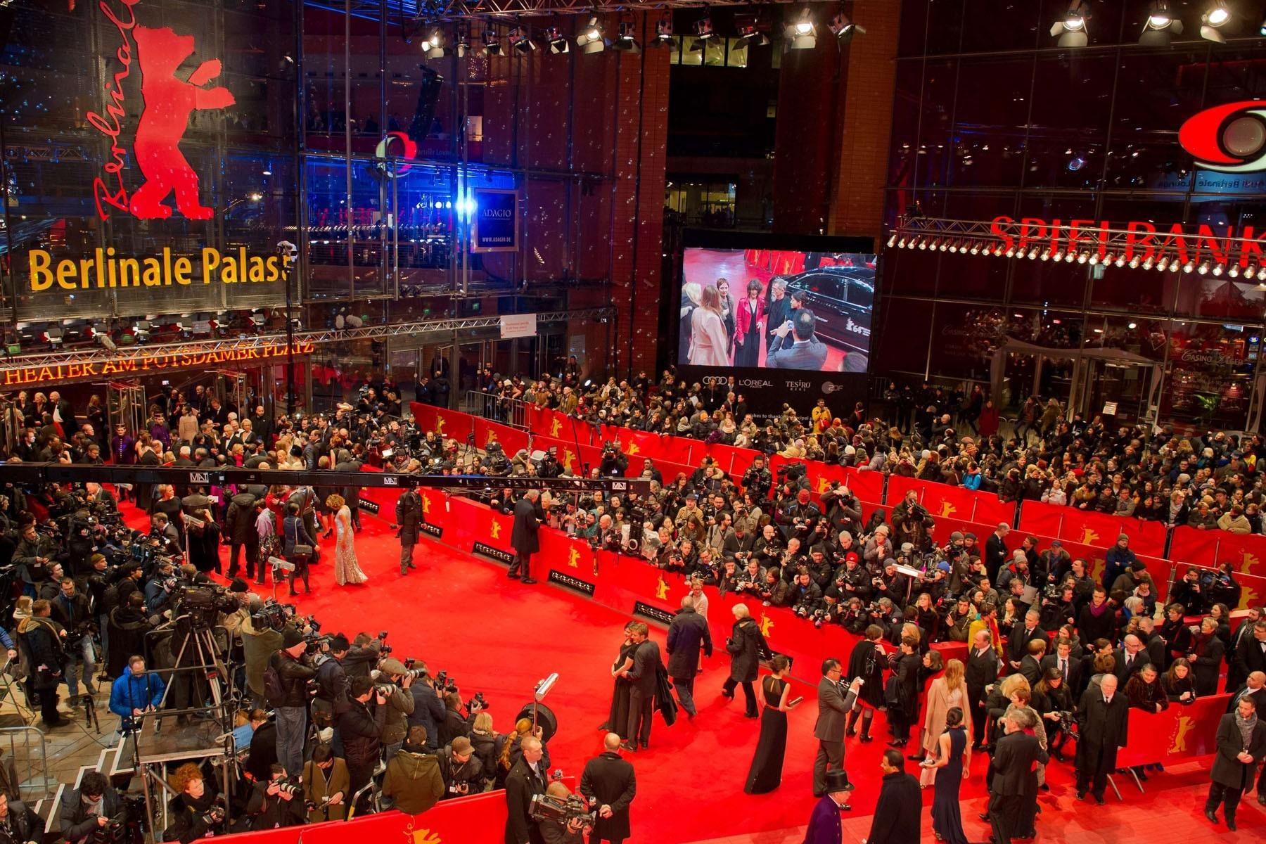 Берлинале-2017 открылся: фото звёзд скрасной дорожки