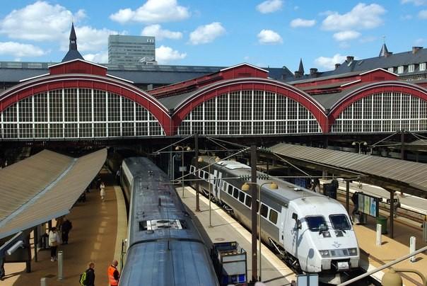 Пассажиры 2-х поездов эвакуированы вШвеции из-за угрозы взрыва