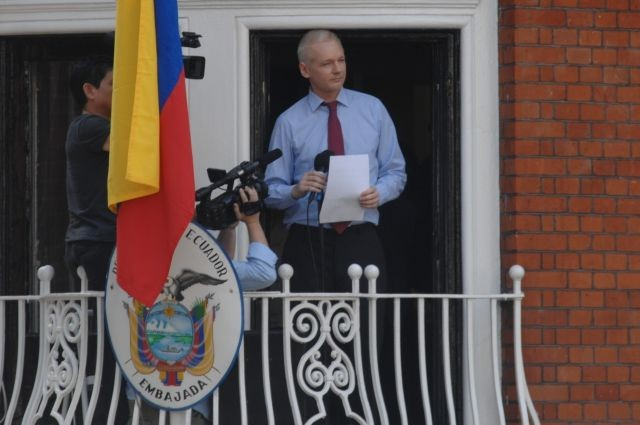 Кандидат впрезиденты Эквадора пообщал отнять Ассанжа укрытия