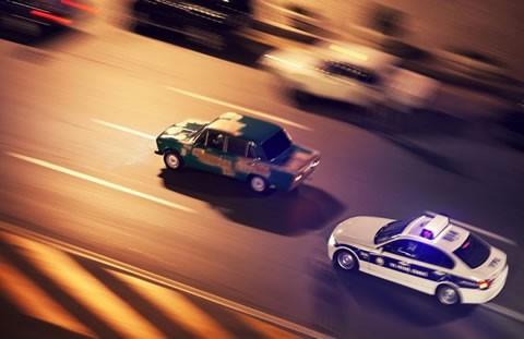 В столице милиция проверит проезд машины сномерами «АМР» потротуару