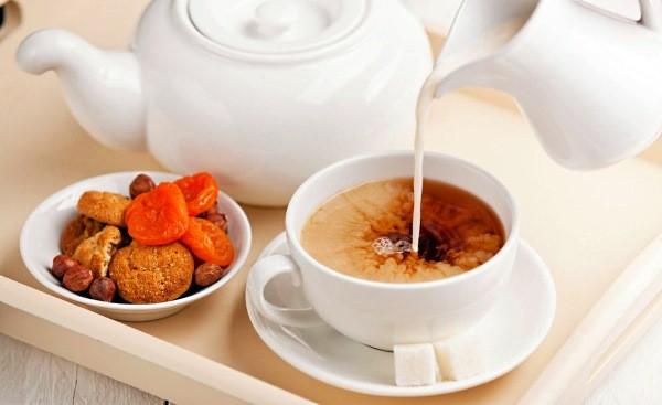 Пить чай смолоком вредно— Ученые
