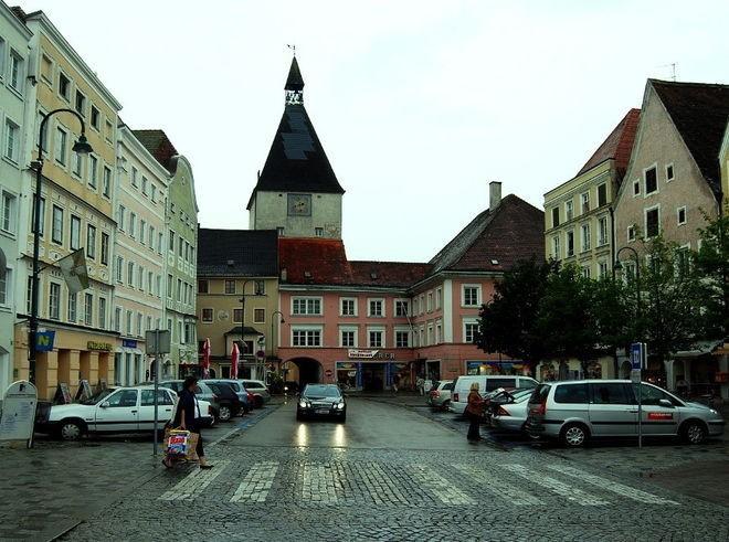 Вродном городе Гитлера милиция ищет его «двойника»