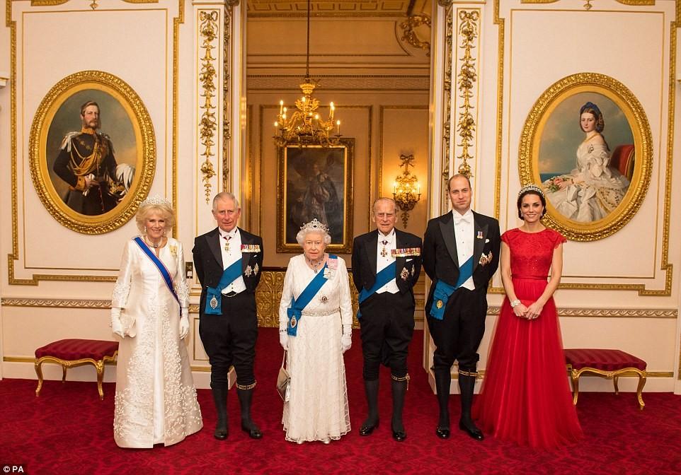 Королева Англии ищет SMM-менеджера за30 тыс. фунтов вгод