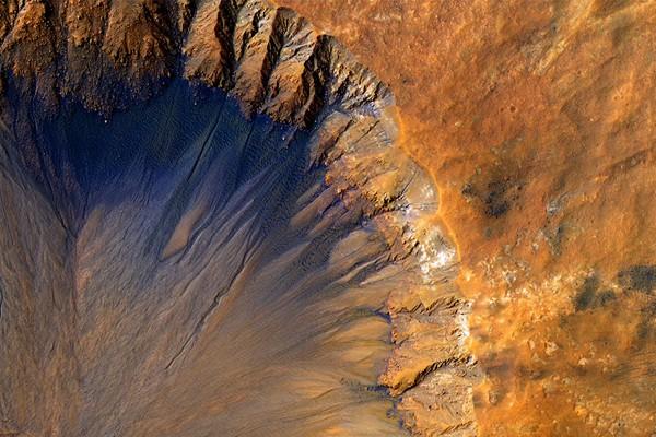 Ученые обнаружили следы воды наМарсе
