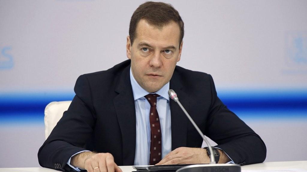 Медведев пообещал женщинам законодательный подарок на8марта
