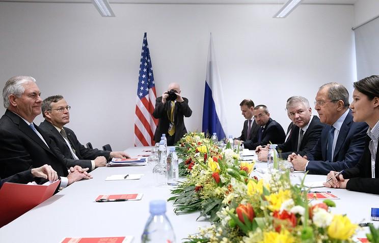 Всех журналистов внезапно выгнали совстречи нового госсекретаря США иЛаврова