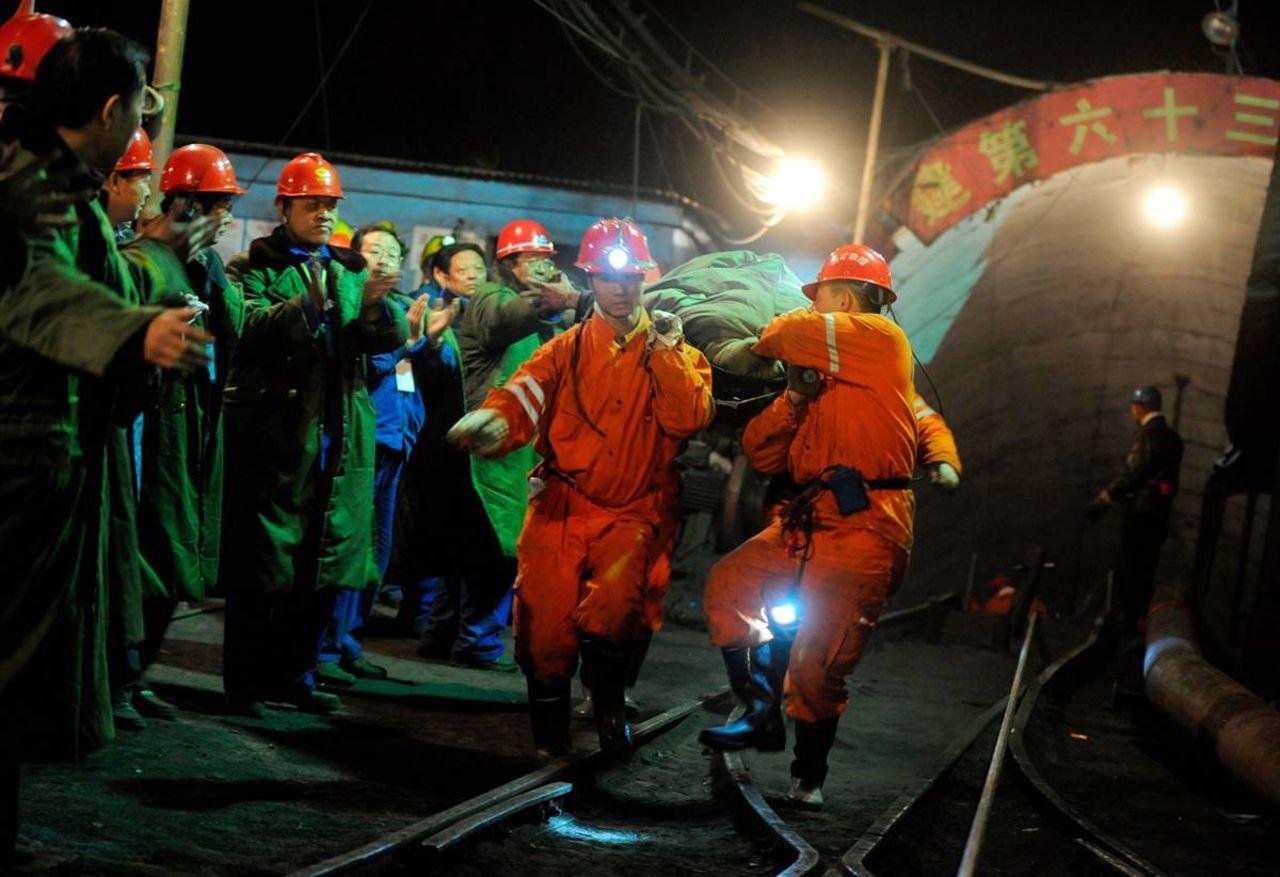 КНР закроет 500 угольных шахт в 2017г