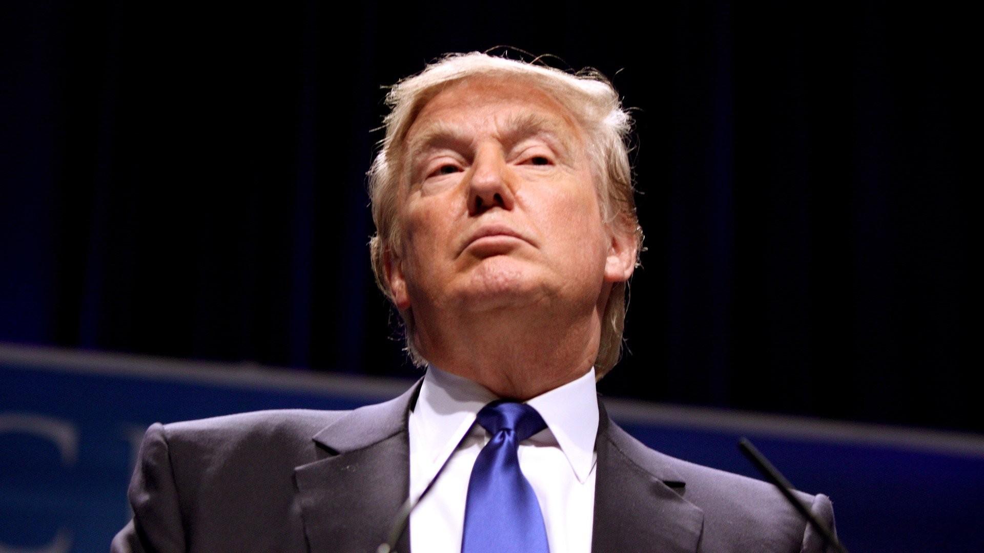 Трамп задел преимущество женщин напрезентации самолета