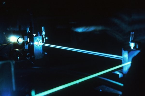Британо-чешская группа исследователей создала самый мощнейший лазер вмире