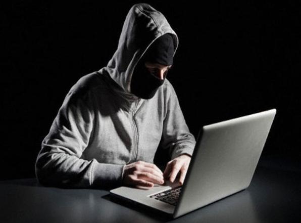 МИД Франции осудил кибератаки против кандидата впрезиденты Макрона