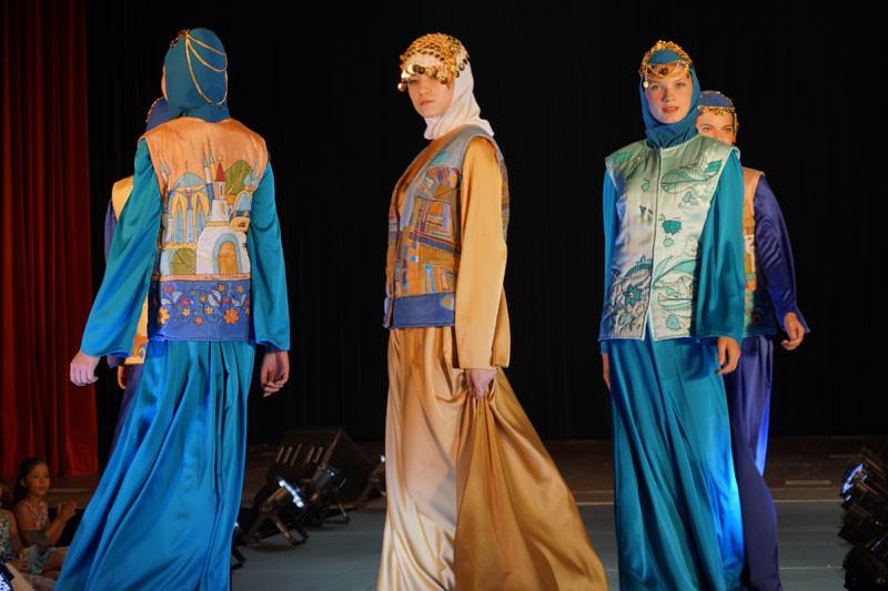 Встолице Англии показали отвечающие исламу наряды— Благопристойная мода