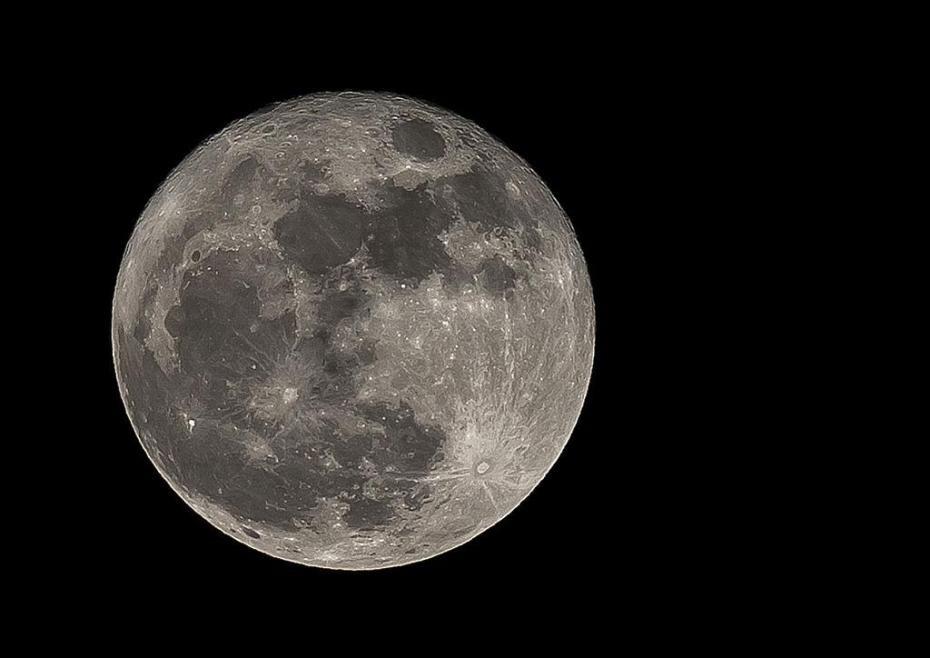 ВNASA хотят присвоить Луне статус планеты