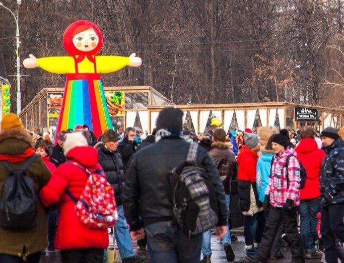 Танцующий парад сфонариками ожидает гостей «Московской Масленицы»