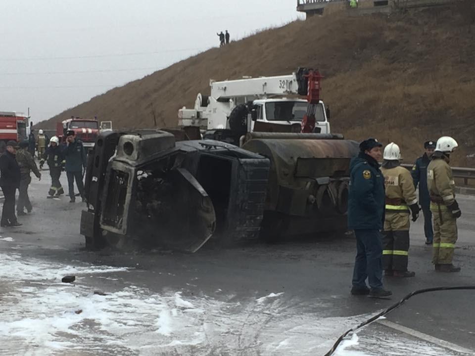 ВСимферополе перевернулся исгорел бензовоз, шофёр умер наместе