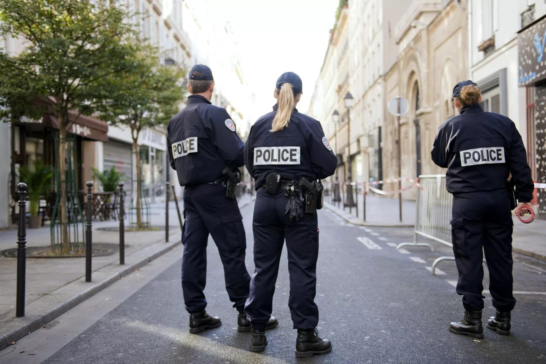 2-х  граждан России  ограбили встолице франции  на100 тыс.  евро