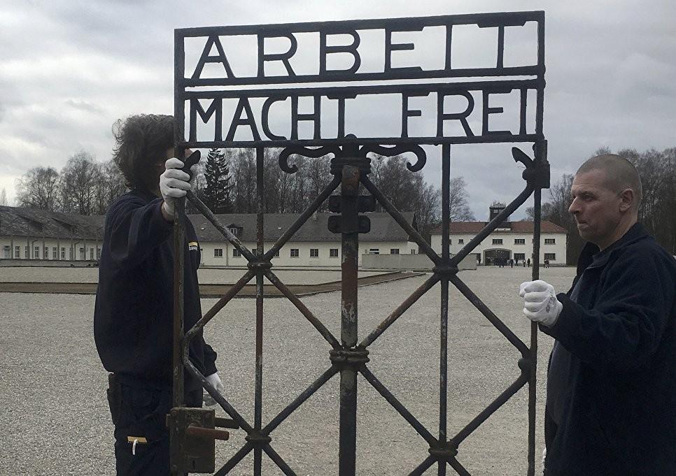 В «Дахау» вернули украденные ворота