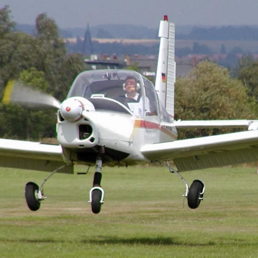 Пилот умер при крушении самолета, принадлежащего летной школе США