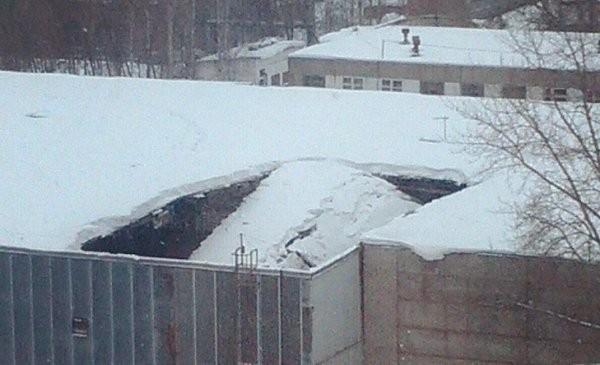 ВКирове обвалилась часть крыши намашзаводе 1мая
