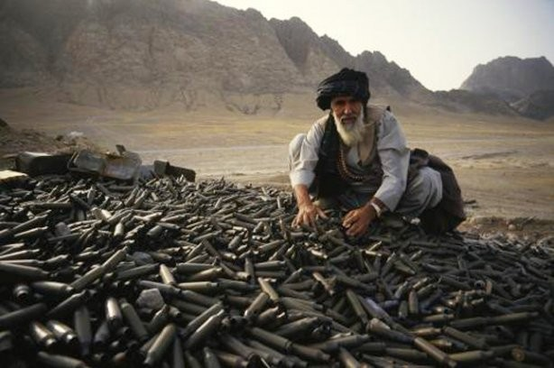 ВАфганистане два человека погибли из-за попадания мины вшколу