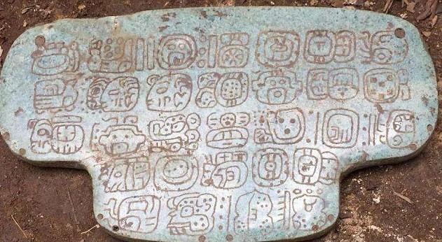 Ученые расшифровали надписи Майя нанефритовой доске