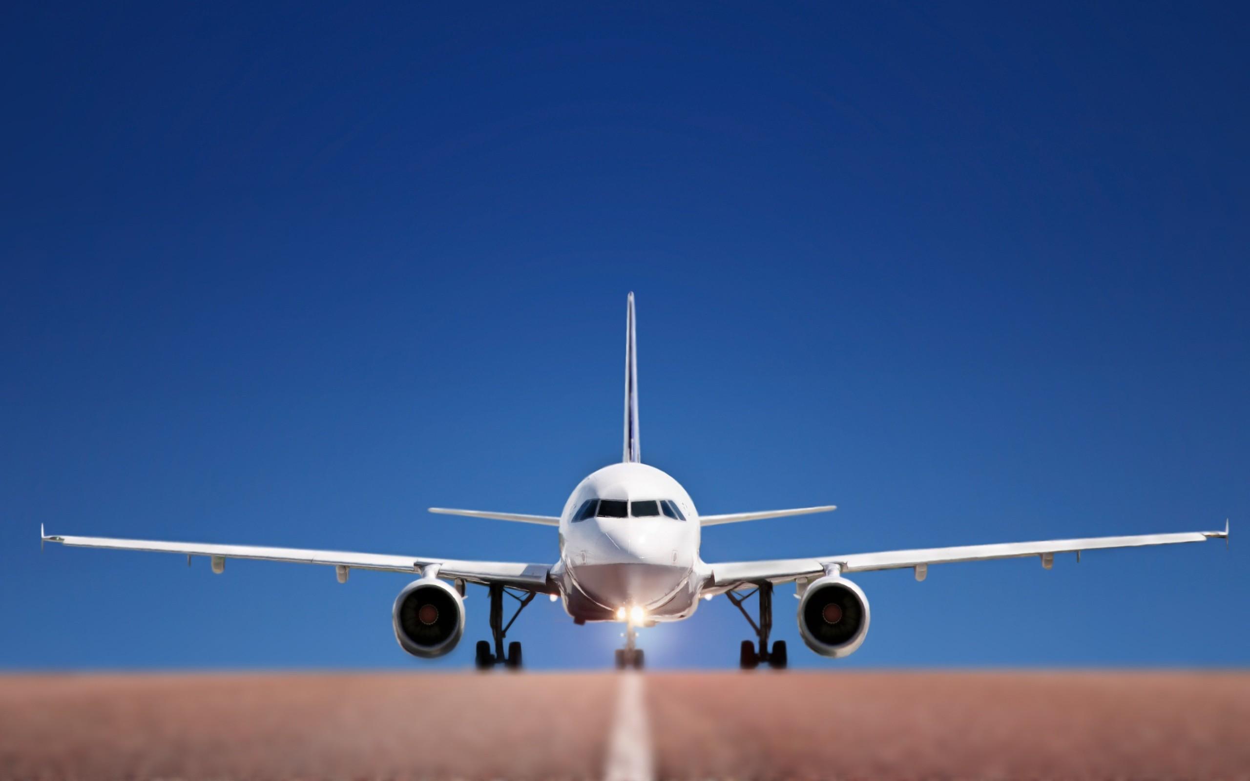 Самолет Air Canada при посадке втумане выехал запределы ВПП