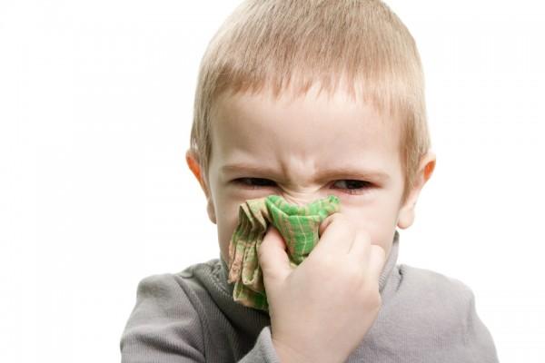 Ученые рассказали о болезнях, на которые указывает насморк