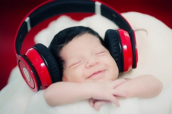 Ученые рассказали о музыке, делающей младенцев счастливыми